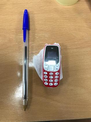 Imagen del móvil que las detenidas entregaron al preso.