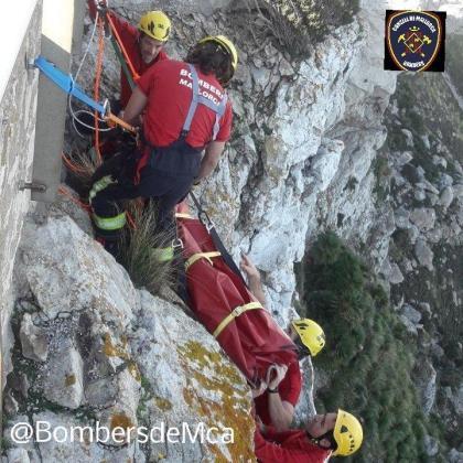 La ciclista ha tenido que ser evacuada por los Bombers de Mallorca.