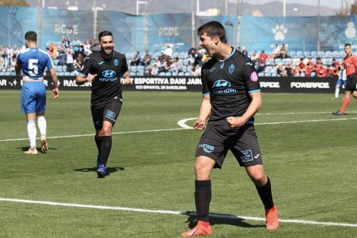 El jugador del Atlético Baleares Pedro Ortiz celebra el segundo gol en la victoria ante el Espanyol B en la Ciudad Deportiva Dani Jarque.