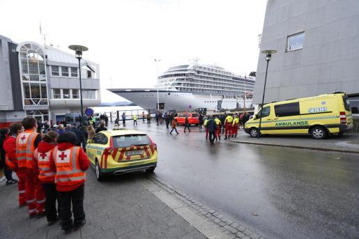 El crucero Viking Sky ya en el puerto de Molde.