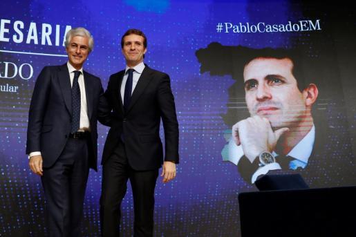 El presidente del PP, Pablo Casado junto a Adolfo Suárez Illana.