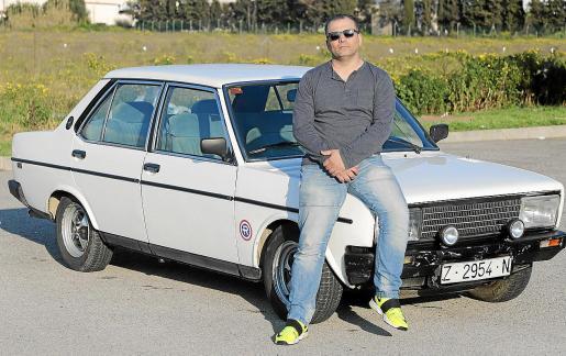 Pepe Tur adquirió en 2014 este Seat 131 Supermirafiori que llegó a la Isla procedente de Zaragoza y que había comprado un buen amigo suyo en 2000