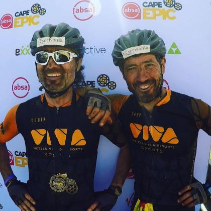 Pep Lliteres y Miquel Capó, al acabar su participación en la Cape Epic.