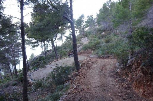 Vista del camino realizado en una zona ANEI en Andratx.