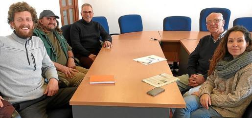 En la reunión participaron personal de la Associació de Defensa Sanitària, de la Policía Local y del mismo Ajuntament.