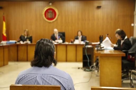 Un momento de la vista celebrada este martes en Palma contra un hombre acusado de abusos sexuales a su hijastra menor de edad.