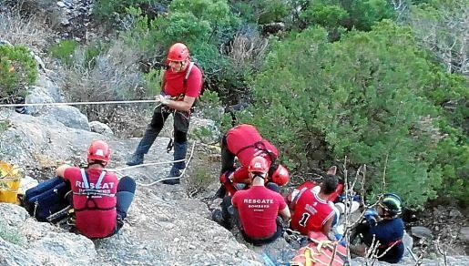 Los Bombers de Mallorca llevaron a cabo el rescate de la mujer.