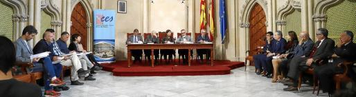 La presentación del informe del CES tuvo lugar en Can Campaner, bajo la presidencia de Francina Armengol.
