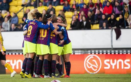 Las jugadoras del Barça, con la mallorquina Mariona Caldentey a la derecha, celebran su gol.