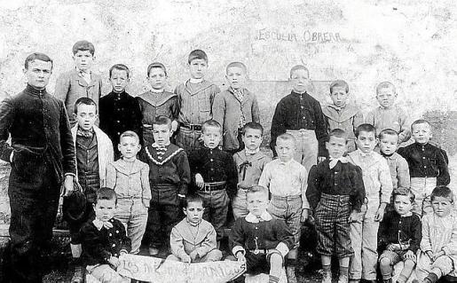 Joan Monserrat, a la izquierda, fundó la Escuela Obrera.