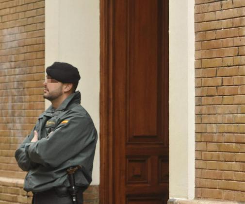 La operación ha permitido recuperar 57 vehículos robados en la región madrileña y que tenían como destino Marruecos, y otros cuatro coches de alta gama también sustraídos que utilizaban para su otra actividad: los atracos a farmacias.