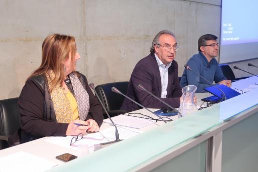 El conseller de Educación y Universidad, Martí March, acompañado del director general de Innovación y Comunidad Educativa, Jaume Ribas, y de la directora del Instituto para la Primera Infancia (IEPI), Xisca Mas.