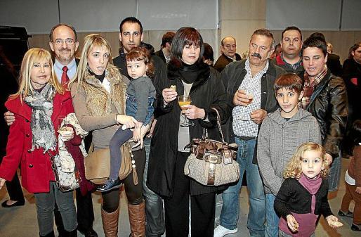 Fina Martínez, Pedro Miró, Estefanía Miró con Paula, Pedro Hidalgo, Mª Rosa Font, Antonio Parejo, Magín Binimelis, María Ribas y los pequeños Javier y Paula.