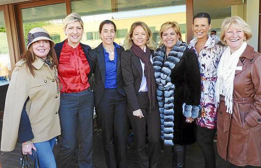 Marilén Estarellas, Irina Levedeba, Mariana Chacón, Susana Terrén, Kettylin Magnusson, Isabel Alabern y Kate Mentink.
