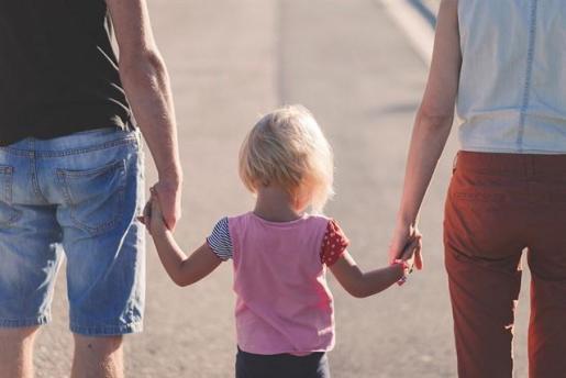 Los padres de los bebés nacidos a partir de este lunes tendrán 8 semanas de permiso de paternidad.
