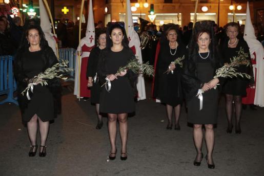 La primera procesión penitencial llena las calles de Palma.