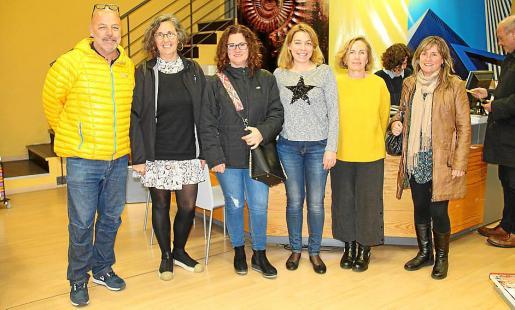 Tomàs Oliver, Francina Sastre, Ana Ribot, Magdalena Lladó, Conxi Artieda y Natàlia Riera.