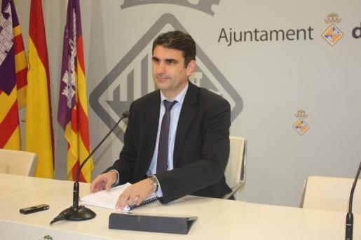 Julio Martínez vuelve a la política como número dos del PP en Cort.