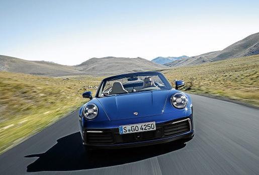 Poco tiempo después del lanzamiento del Coupé, llega el 911 Cabriolet, un descapotable que continúa una larga tradición que ya se remonta a décadas, desde que Porsche desveló el prototipo en 1981.