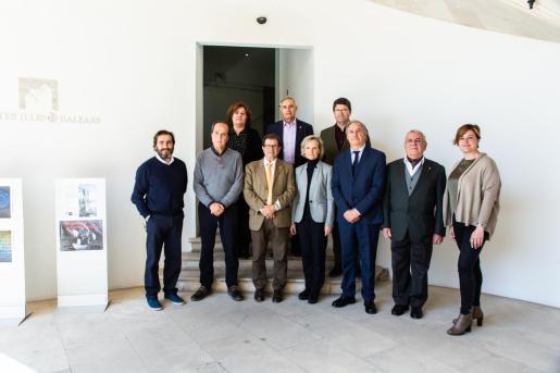El director de Urbanisme del Consell, Joan Morey; el rector de la UIB, Llorenç Huguet; la decana del Colegio Oficial de Arquitectos de Balears, Marta Vall·Llossera, y el presidente de la Demarcación de Mallorca del COAIB, Nacho Salas, presidieron la firma de adhesión a la Declaración Davos 2018.