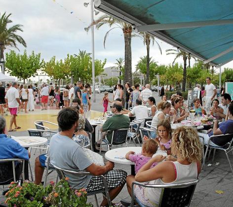 La mayoría de plazas turísticas se concentran en el Port d'Alcúdia aunque sus efectos se dejan sentir en todo el municipio. Es un destino muy demandado por el turismo familiar.