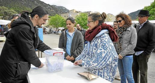 La primera de las consultas tuvo lugar el sábado pasado en Valldemossa con escasa participación.