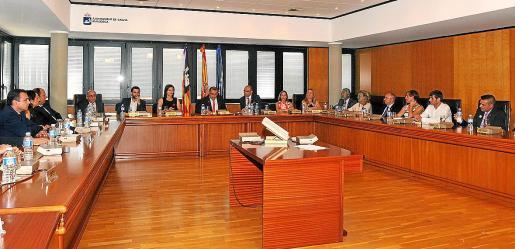 Por primera vez en su historia, en junio de 2015, la corporación municipal de Calvià se constituyó con 25 concejales, puesto que el 1 de enero de 2014, el municipio contaba con más de 50.000 habitantes.
