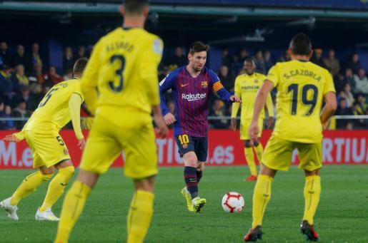 Un momento del partido entre el Villarreal y el Barcelona.