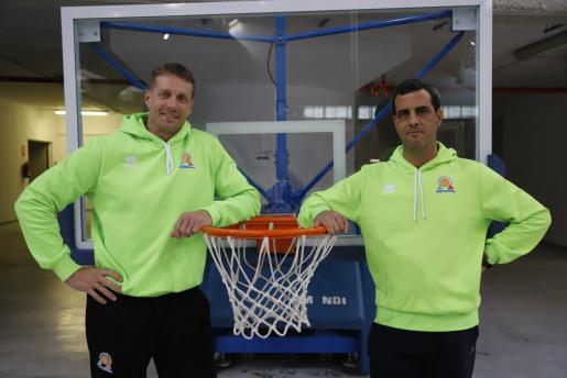 Imagen de Peter Hoffman y Diego Tobalina, los ayudantes de Félix Alonso en el Iberojet Palma.