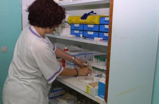 Podrán prescribir medicamentos no sujetos a receta médica y medicamentos que sí lo están, previa validación de protocolos por parte del Ministerio de Sanidad.