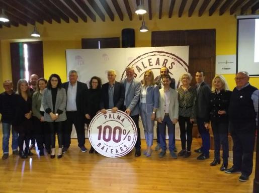 El candidato del PI al Ajuntament de Palma Josep Melià junto al resto de integrantes de la candidatura del la formación para el Ajuntament de Palma.