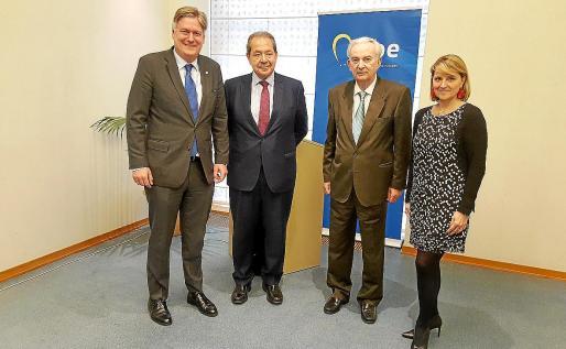 López Istúriz, Cortés Elvira, Javier Cabotá y Rosa Estaràs, este miércoles en el Parlamento Europeo.