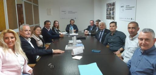 Los candidatos del PP a las elecciones generales y autonómicas en Baleares se reúnen con representantes de la escuela concertada.