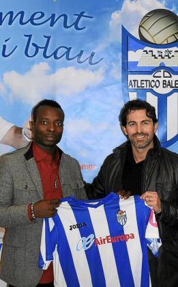Stanley Nka Ohawuchi y Fernando Crespí, ayer, en el Estadi Balear.
