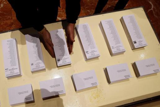 Las papeletas forman parte de la propaganda electoral que envían los partidos políticos a los domicilios.