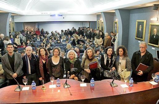 Los representantes de las nueve entidades y los profesionales .