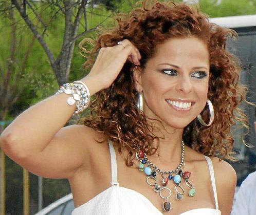 Pastora Soler interpretará tres temas de los cuales se elegirá uno.