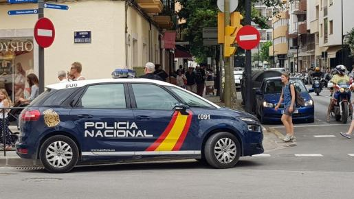 Imagen de archivo de un coche de Policía Nacional patrullando por Vila