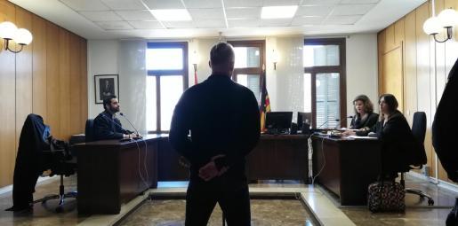 El acusado, este jueves en un juzgado de Vía Alemania.