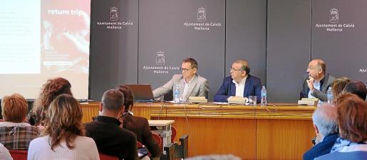 Imagen de las autoridades del Ajuntament de Calvià presentando la campaña de concienciación 'Return trip'.