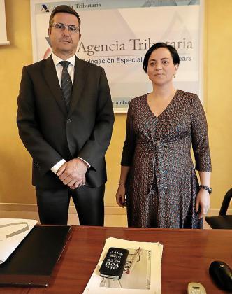 El delegado de la AEAT en Baleares, Arnau Cañellas, y la responsable de la campaña, Margarita Hernández, indicaron este jueves que se han intensificado los controles de Hacienda.