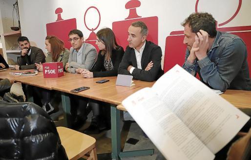 Negueruela, Pons y el núcleo organizador de la conferencia.