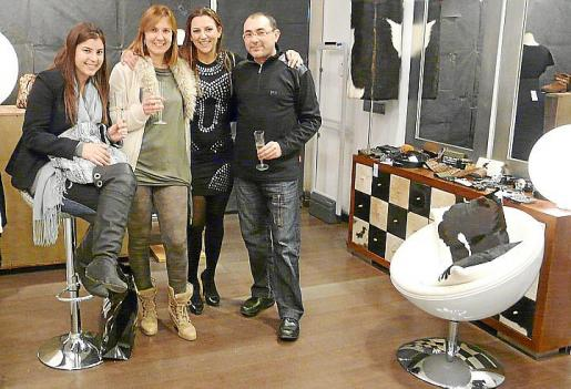 Marta Montero, Cristina Montero, Silvia Umbert y Pere Rosselló.