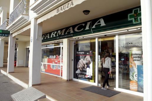 Fachada de la farmacia de José Ramón Bauzá.
