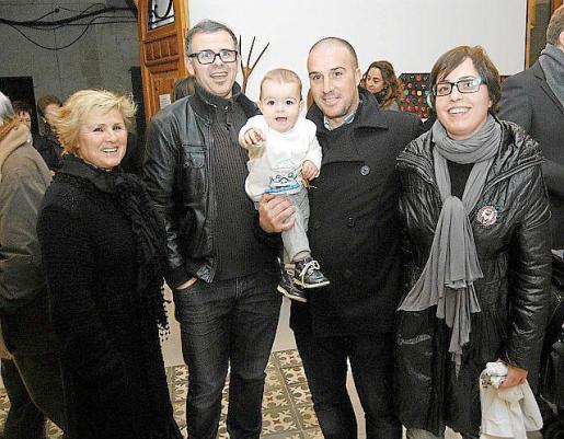 Margalida Serra, Llorenç Seguí, Miquel Riutort, la pequeña Maria Riutort y Joana Maria Pujol.
