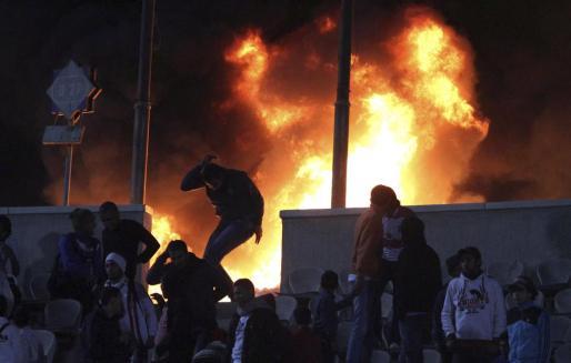 Los enfrentamientos entre hinchas de dos equipos se han cobrado la vida de varias decenas de personas en Egipto.