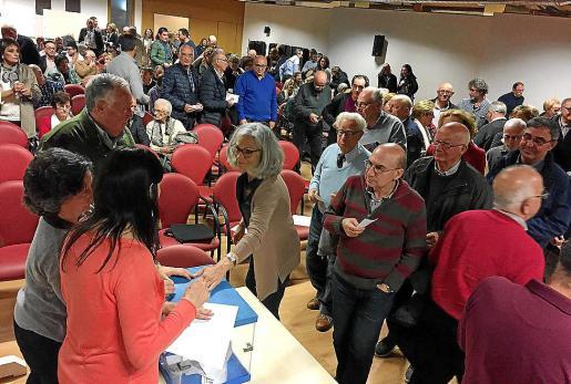 Un 95,5 % de los asistentes a la asamblea dio su aprobación a la propuesta municipal.