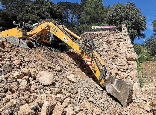 Ya han comenzado los primeros movimientos de tierra previos a la reconstrucción.