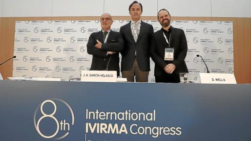 Los doctores Javier Marqueta, Juan Antonio García-Velasco y Dagan Wells.