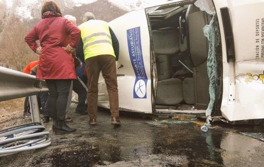 Imagen del estado en el que quedó el vehículo del Garmat Avilés.